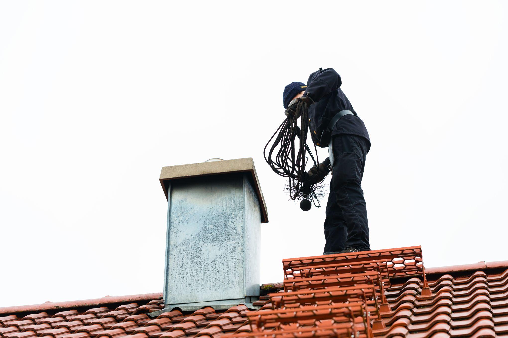 Pensez à faire ramoner votre cheminée, c'est obligatoire !