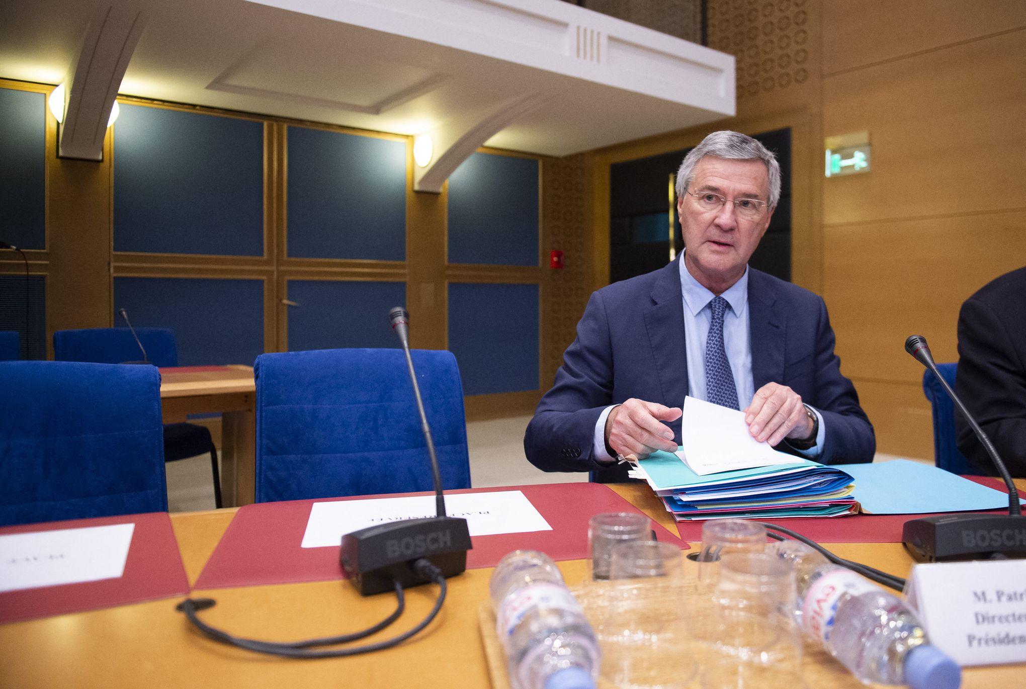 premier ministre est datant EP 11 Récapitulation