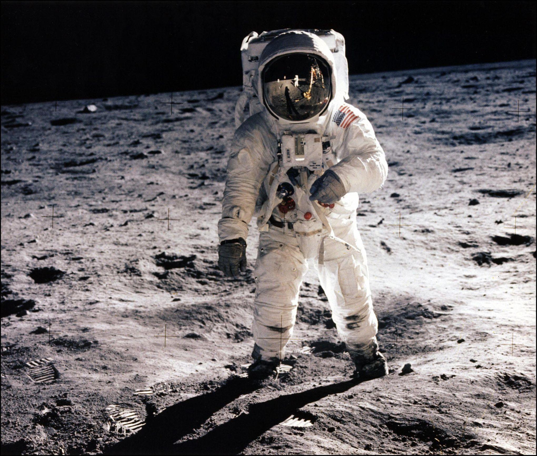 Pourquoi y a-t-il une seule photo de Neil Armstrong sur la Lune?