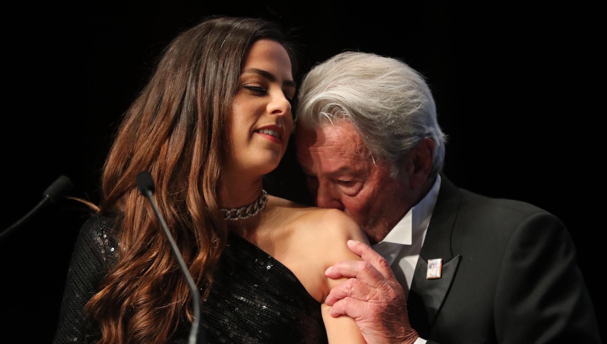 Sa fille Anouchka donne des nouvelles de l'état de santé d'Alain Delon