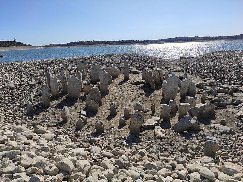 En raison d'une intense sécheresse, le «Stonehenge espagnol» ressort de terre