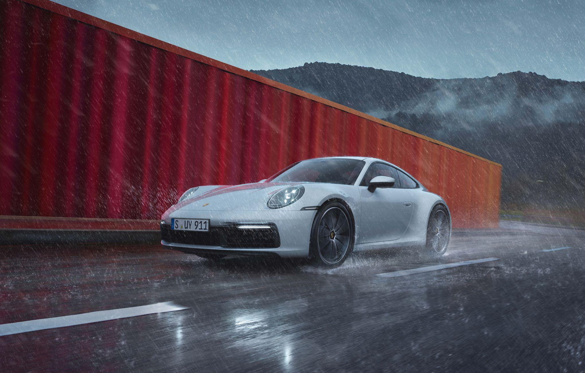 Porsche 911 Carrera 4, la preuve par quatre