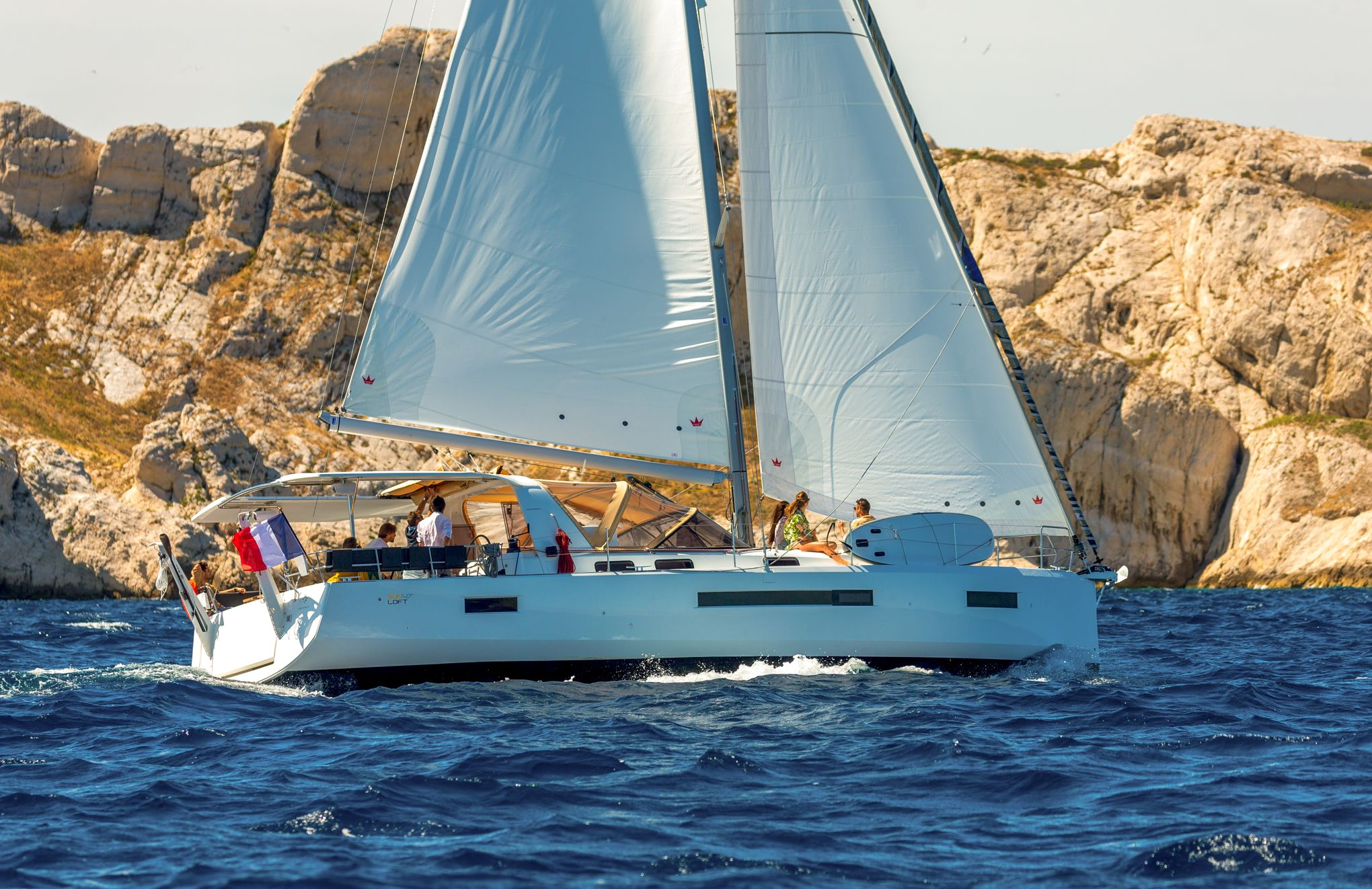 Nautisme: le Sun loft 47, un monocoque innovant aux airs de catamaran