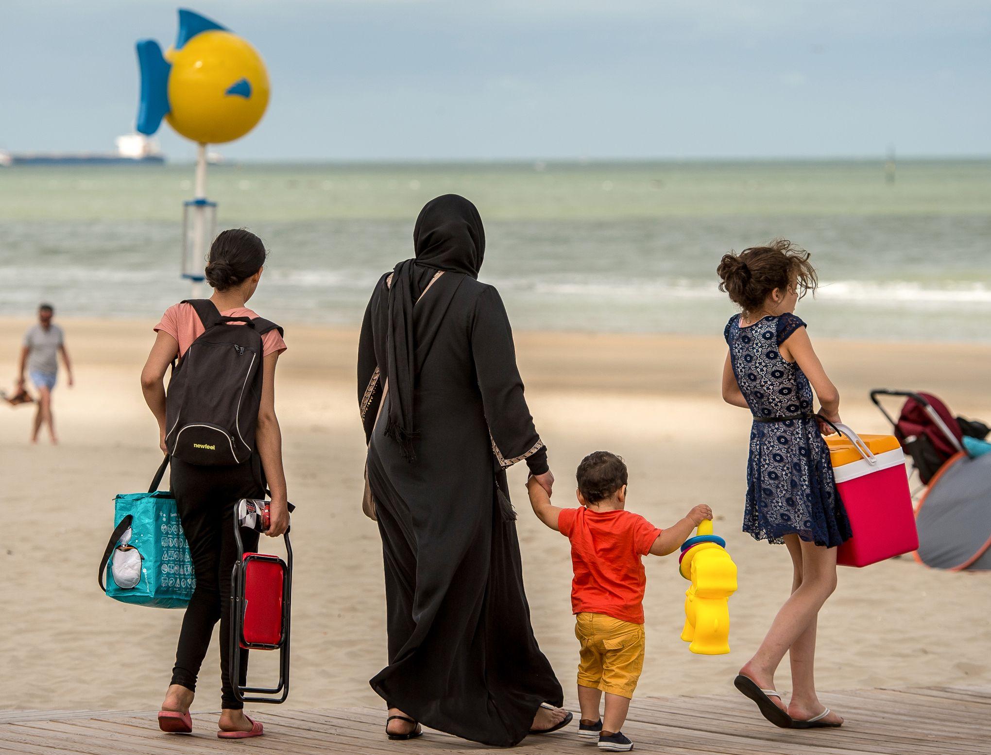 Le hijab est-il un signe religieux ou un signe politique de guerre aux démocraties?