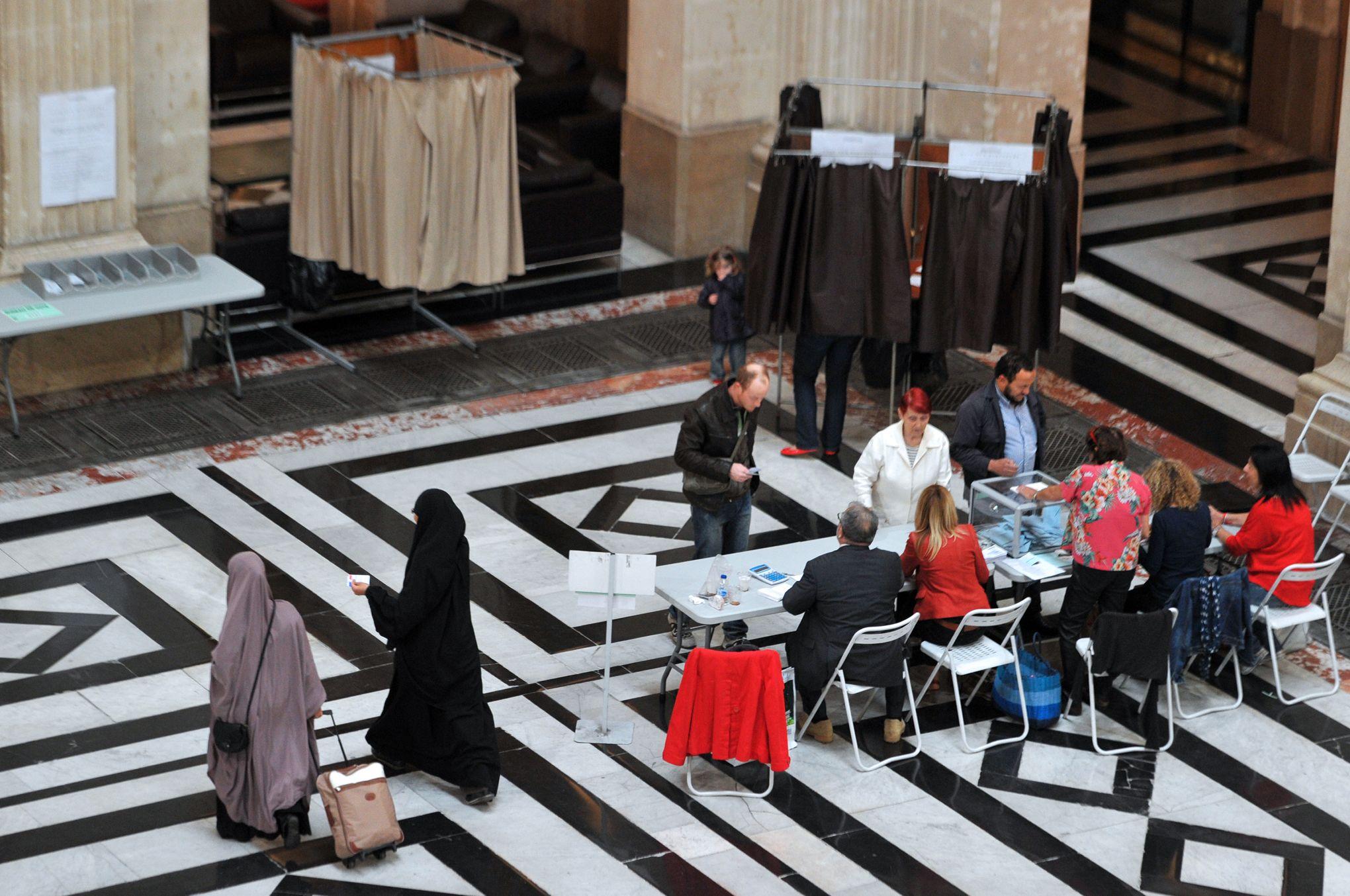Frédéric Saint Clair: «Le voile est un signe culturel: il est en rupture avec la civilisation française»