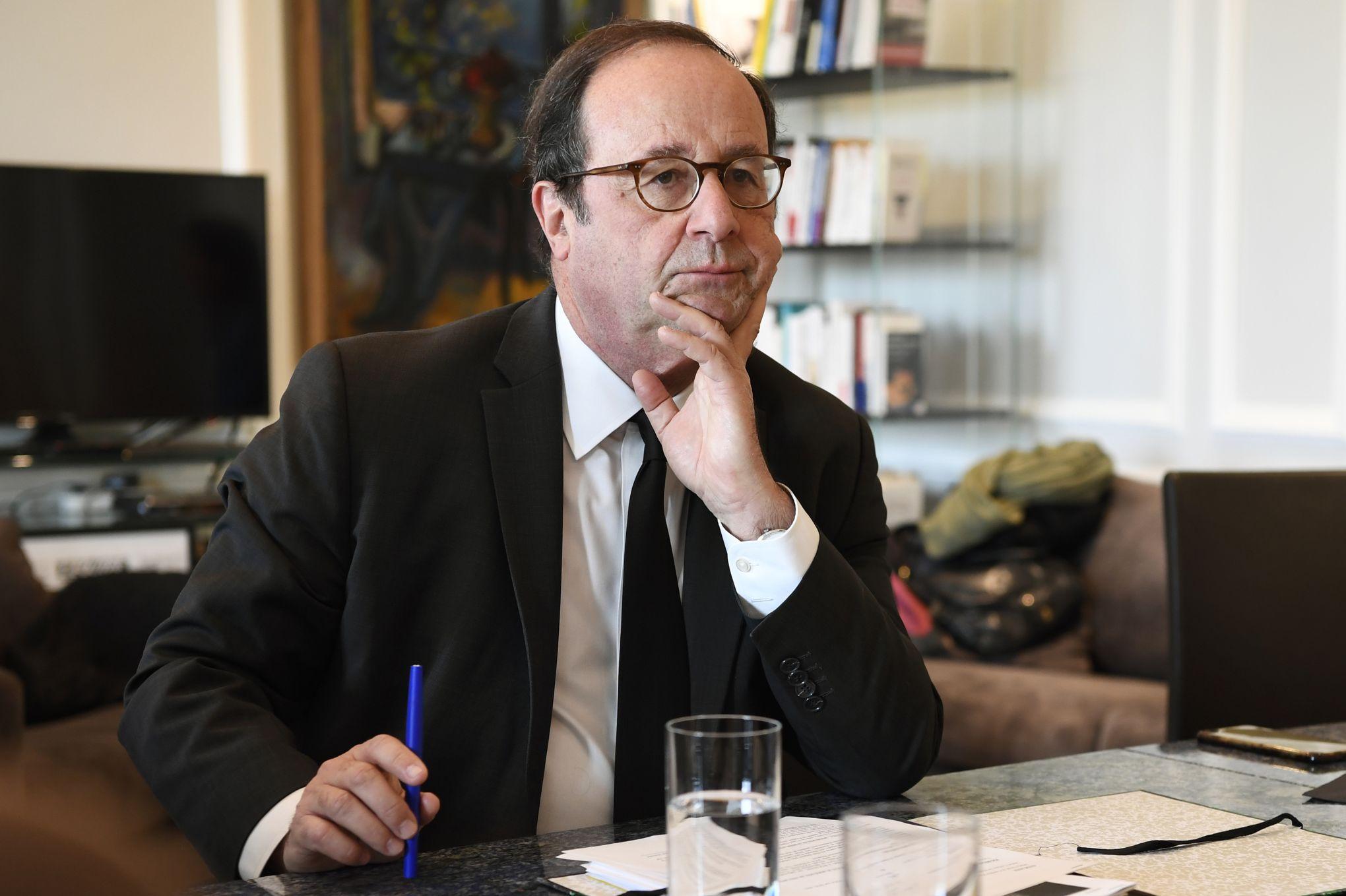 Voile: pour Hollande, la polémique profite aux «extrémistes» et aux «islamistes»