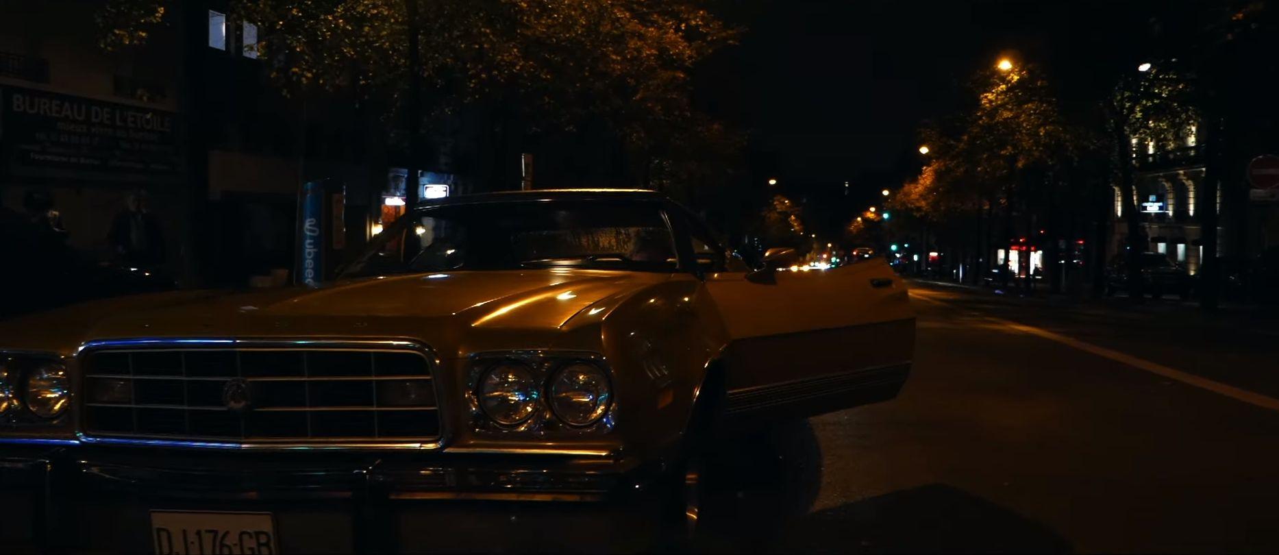 Kyle Eastwood parcourt les rues de Paris en Gran Torino dans son nouveau clip