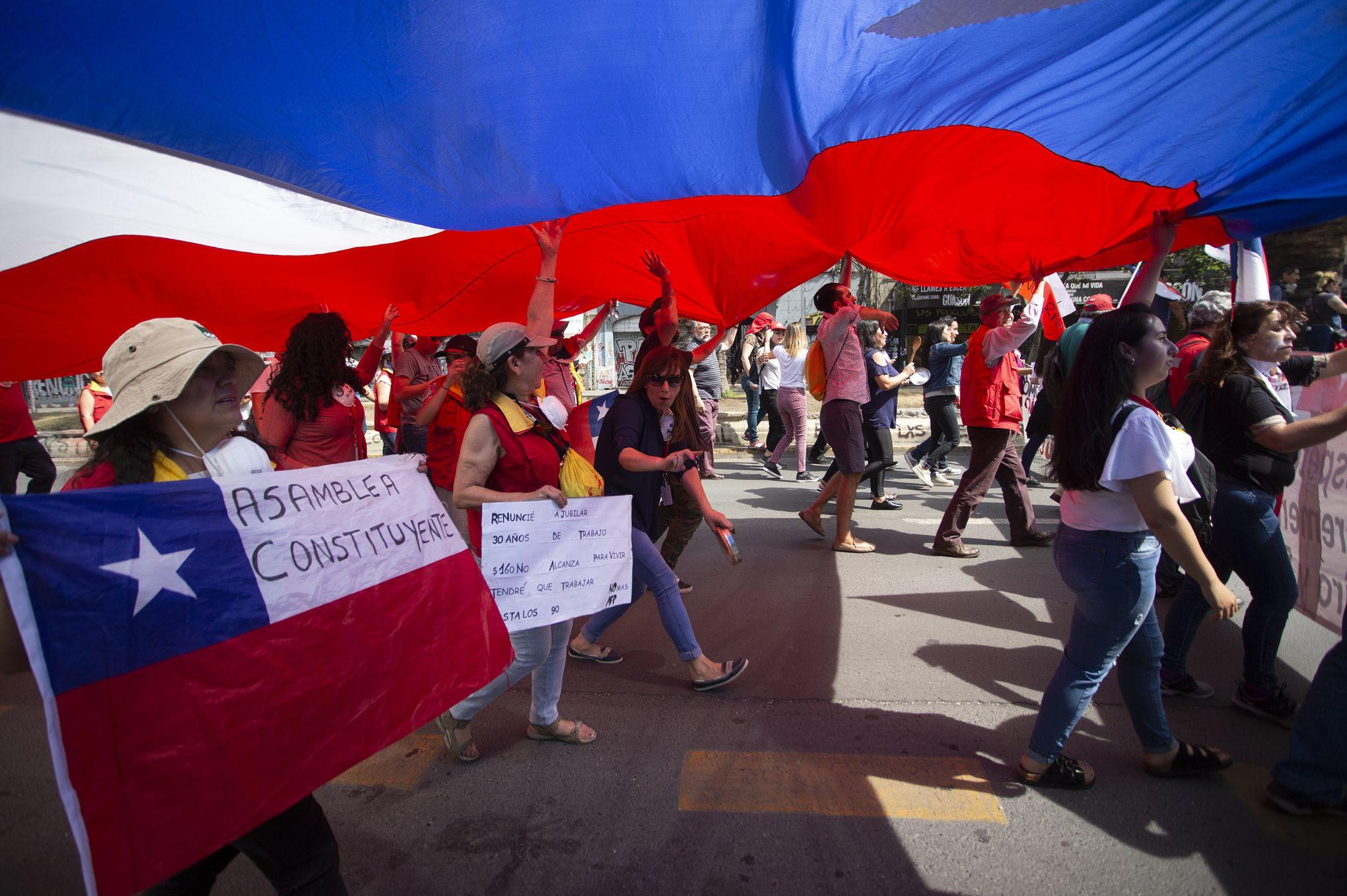 Au Chili, une nouvelle Constitution pour tenter de mettre fin à la crise