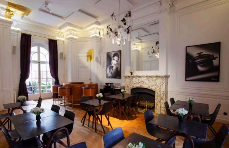 Café Harcourt, gentiment cliché