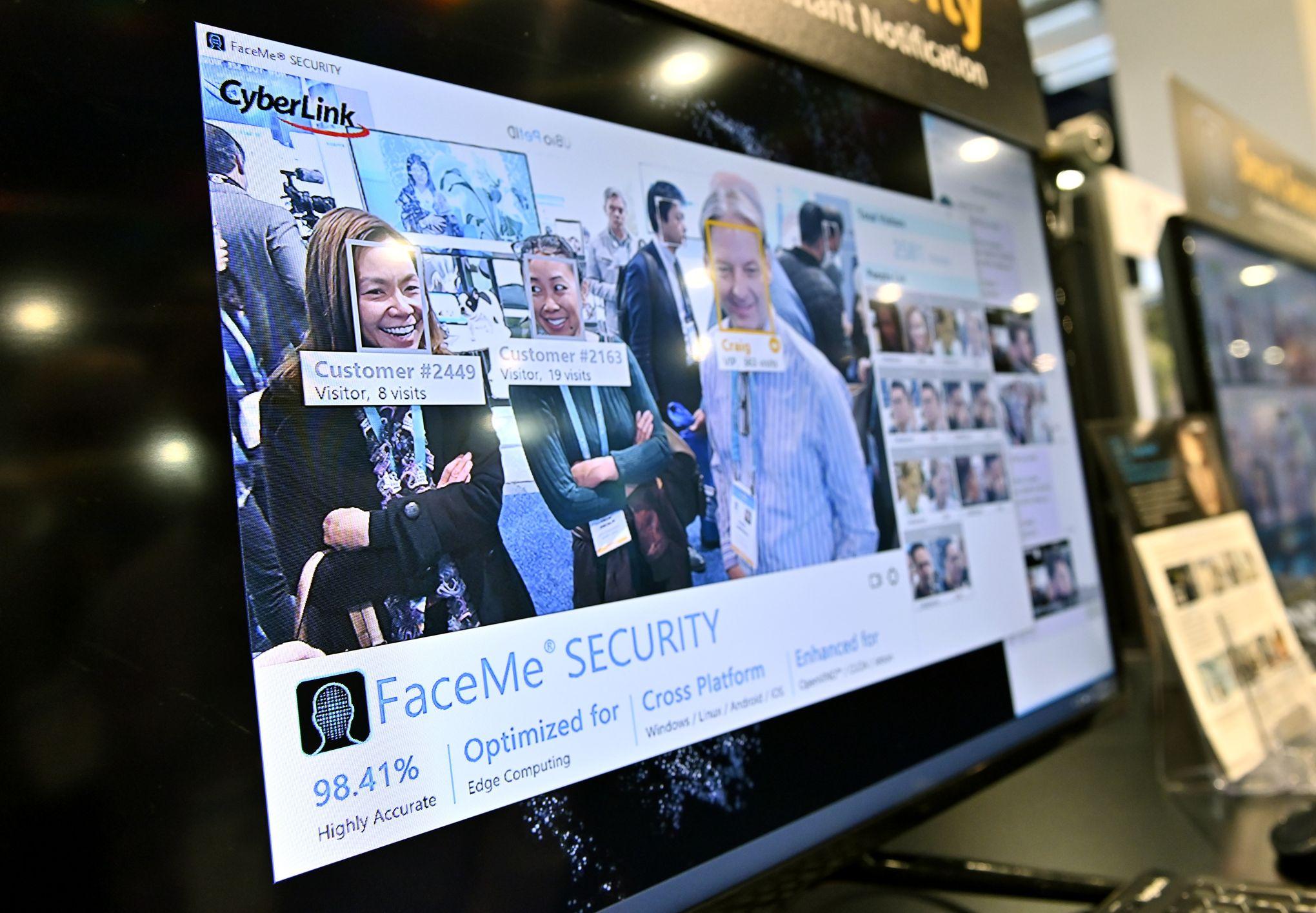 Reconnaissance faciale: Clearview AI fait scandale avec ses 3 milliards de visages «aspirés»
