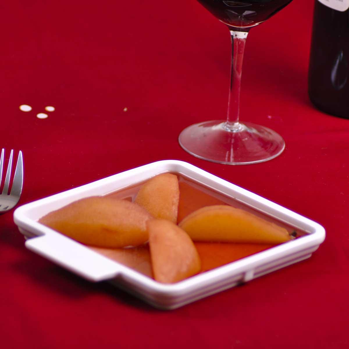 recette poires au vin cuisine madame figaro. Black Bedroom Furniture Sets. Home Design Ideas