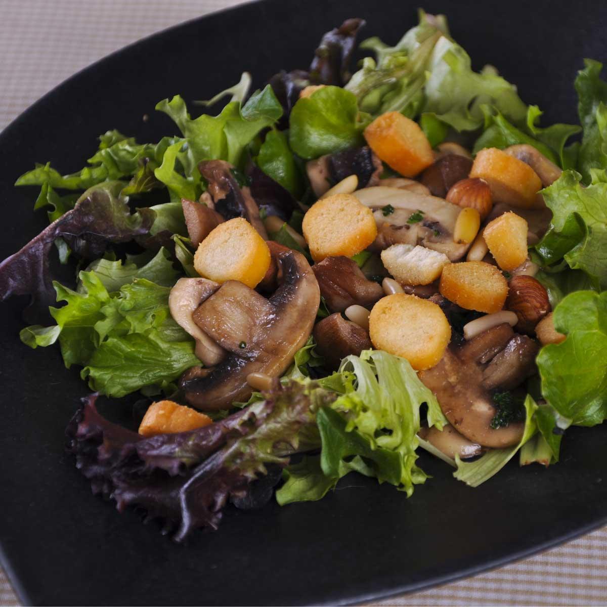 recette salade craquante aux deux champignons cuisine madame figaro. Black Bedroom Furniture Sets. Home Design Ideas