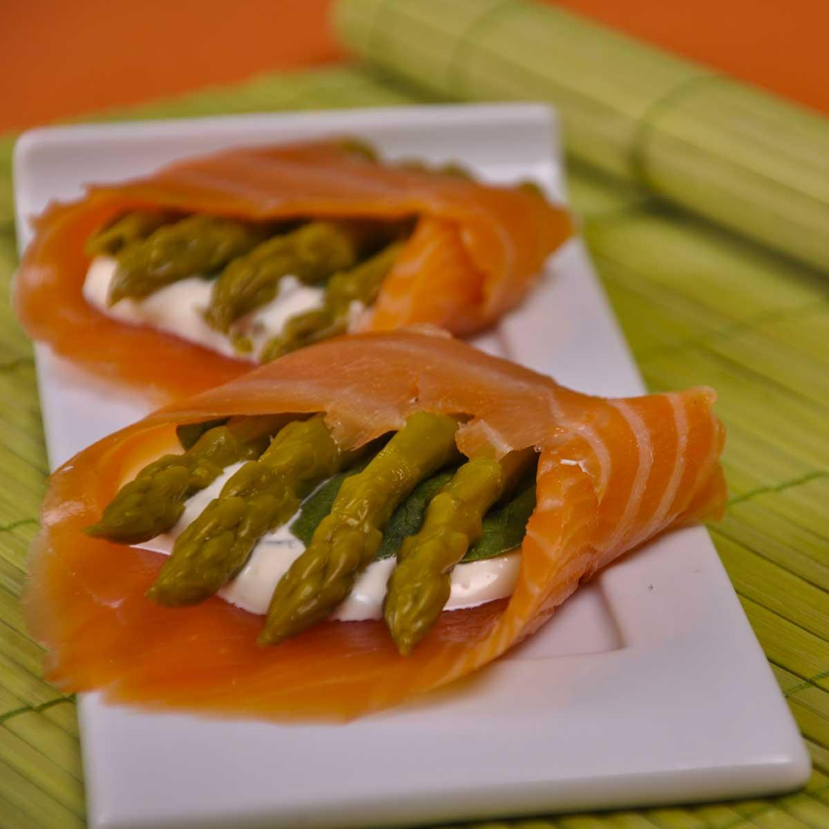 recette rouleaux d 39 asperges au saumon fum cuisine madame figaro. Black Bedroom Furniture Sets. Home Design Ideas