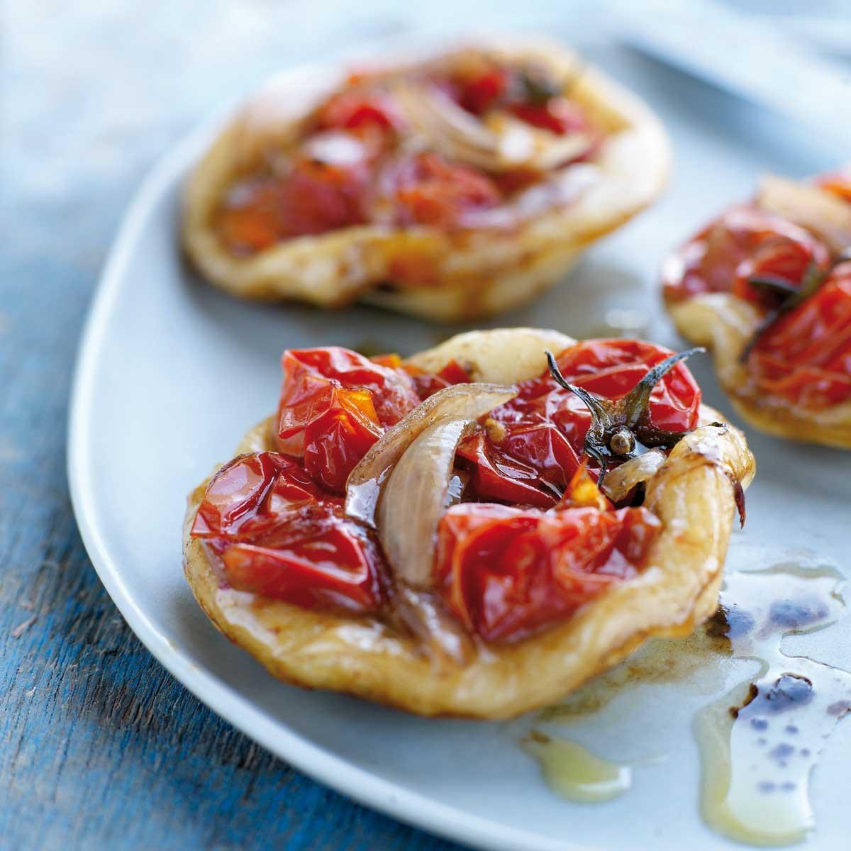 recette mini pizzas aux tomates cerises cuisine madame figaro. Black Bedroom Furniture Sets. Home Design Ideas