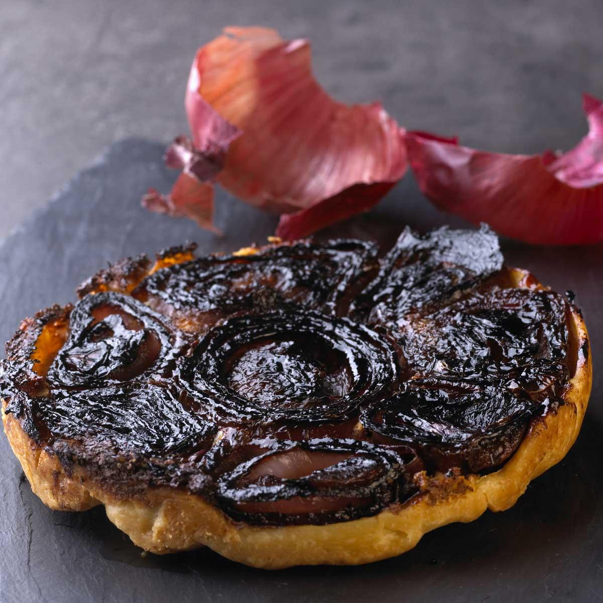 recette tatin d 39 oignons rouges cuisine madame figaro. Black Bedroom Furniture Sets. Home Design Ideas