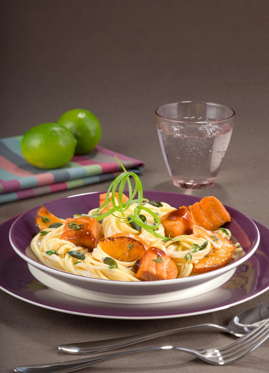 recette cubes de filet de saumon et p tes au potiron cuisine madame figaro. Black Bedroom Furniture Sets. Home Design Ideas