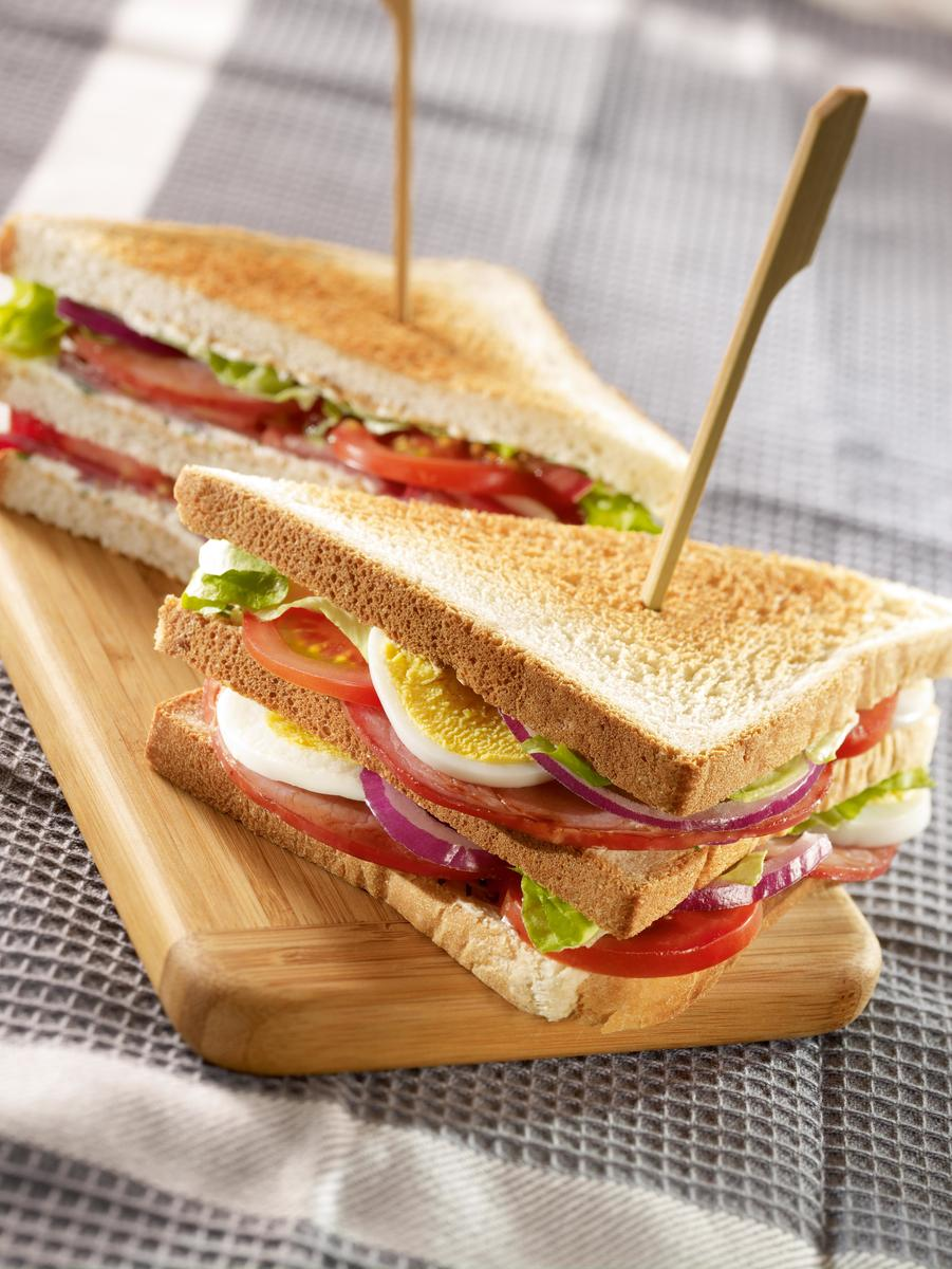 recette club sandwich bacon cuisine madame figaro. Black Bedroom Furniture Sets. Home Design Ideas