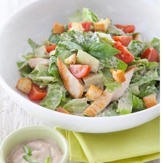 recette salade croquante fa on c sar au poulet grill sauce les gourmandes aux oignons avec une. Black Bedroom Furniture Sets. Home Design Ideas