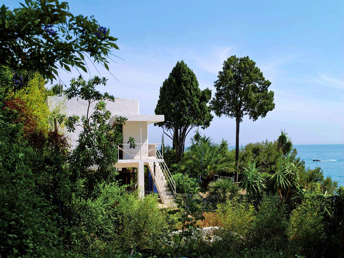 visite confidentielle de la villa d eileen gray pionni re. Black Bedroom Furniture Sets. Home Design Ideas