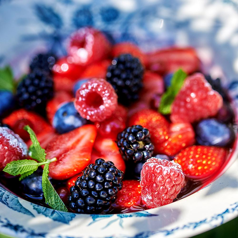recette nage de fruits rouges cuisine madame figaro. Black Bedroom Furniture Sets. Home Design Ideas