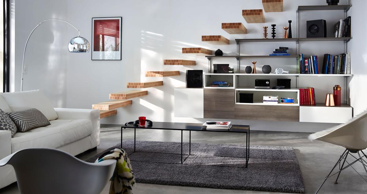cinq astuces pour optimiser les espaces atypiques madame figaro. Black Bedroom Furniture Sets. Home Design Ideas