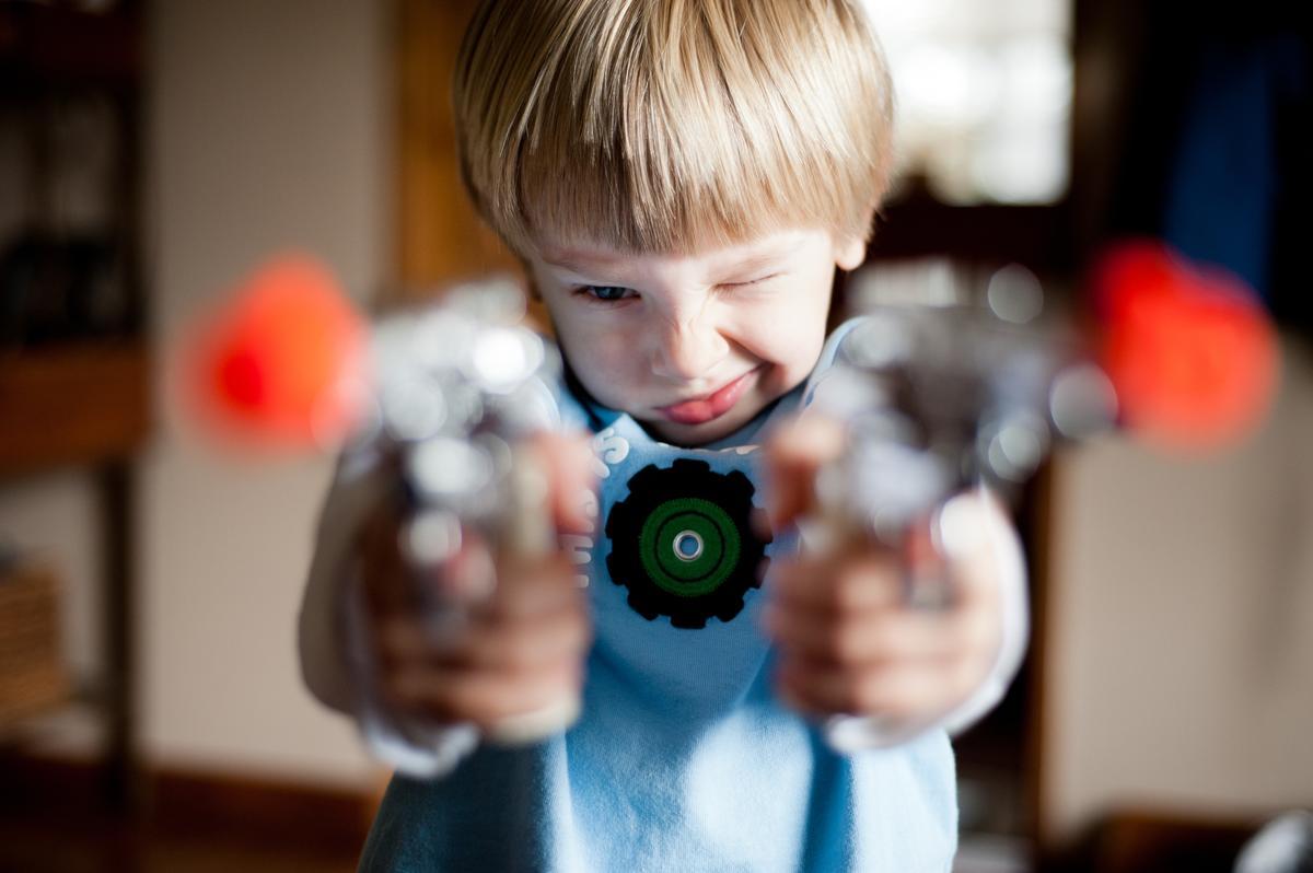faut il interdire les r pliques de fusils d assaut et les jeux vid o violents nos enfants. Black Bedroom Furniture Sets. Home Design Ideas