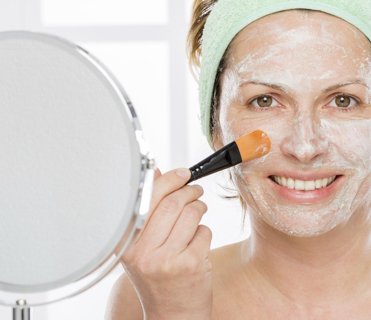 recettes de masques naturels pour le visage contre les boutons. Black Bedroom Furniture Sets. Home Design Ideas