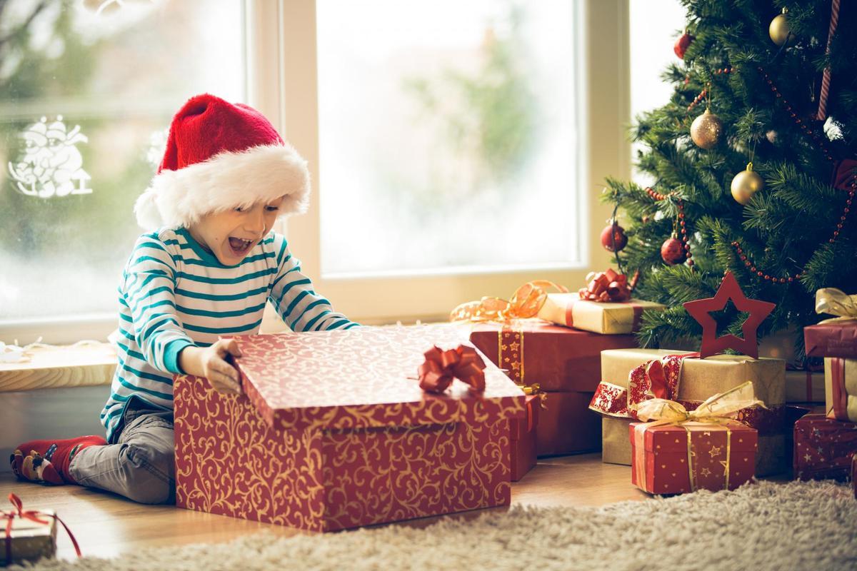 no l quand faut il ouvrir les cadeaux madame figaro. Black Bedroom Furniture Sets. Home Design Ideas