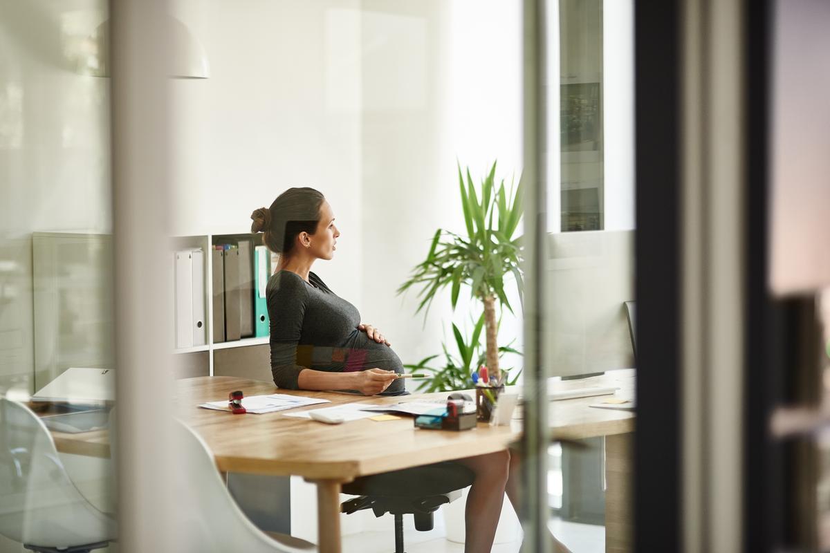 grossesse au bureau huit astuces pour soulager les douleurs. Black Bedroom Furniture Sets. Home Design Ideas