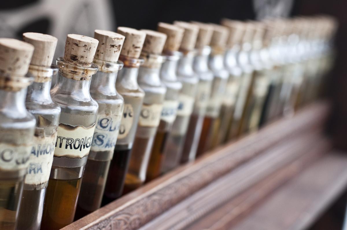 stress migraine fatigue les cinq huiles essentielles. Black Bedroom Furniture Sets. Home Design Ideas