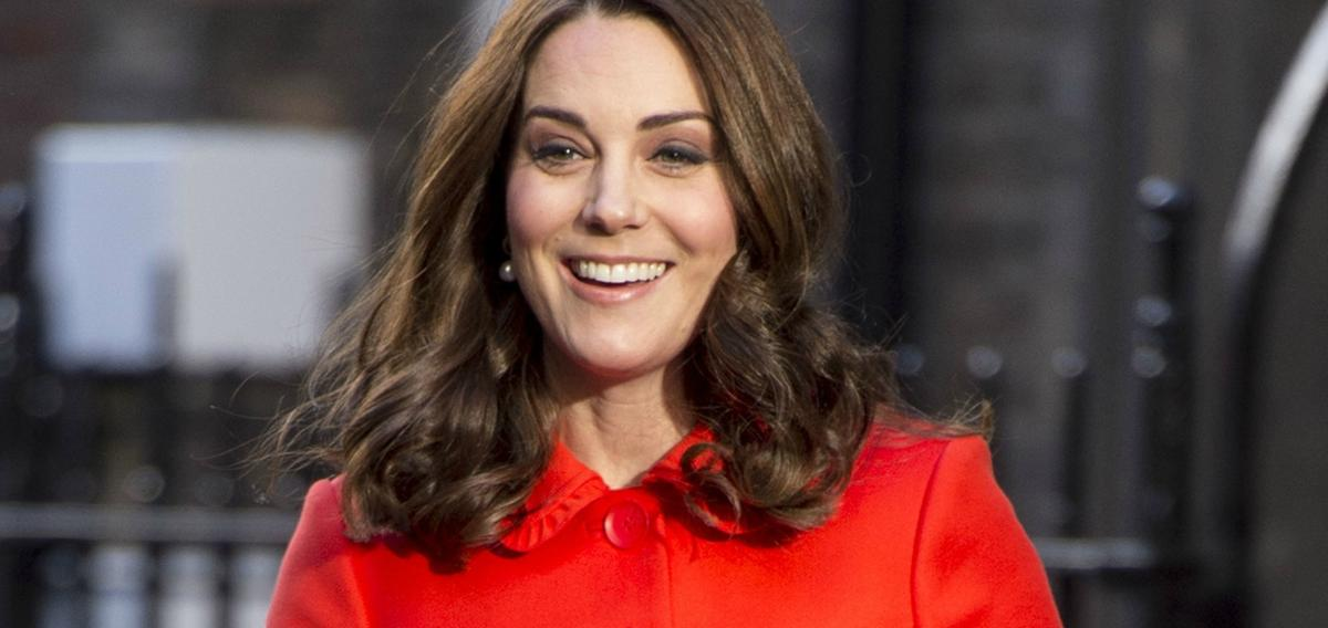 why did kate middleton give up her engagement ring tech2. Black Bedroom Furniture Sets. Home Design Ideas
