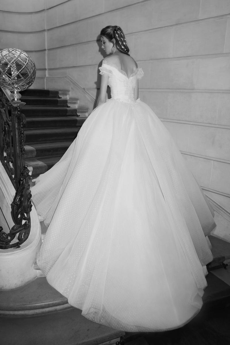 Les robes de mariée signées Elie Saab 2019 nous invitent à un bal à Vienne  - Madame Figaro 4d93efa5d24f