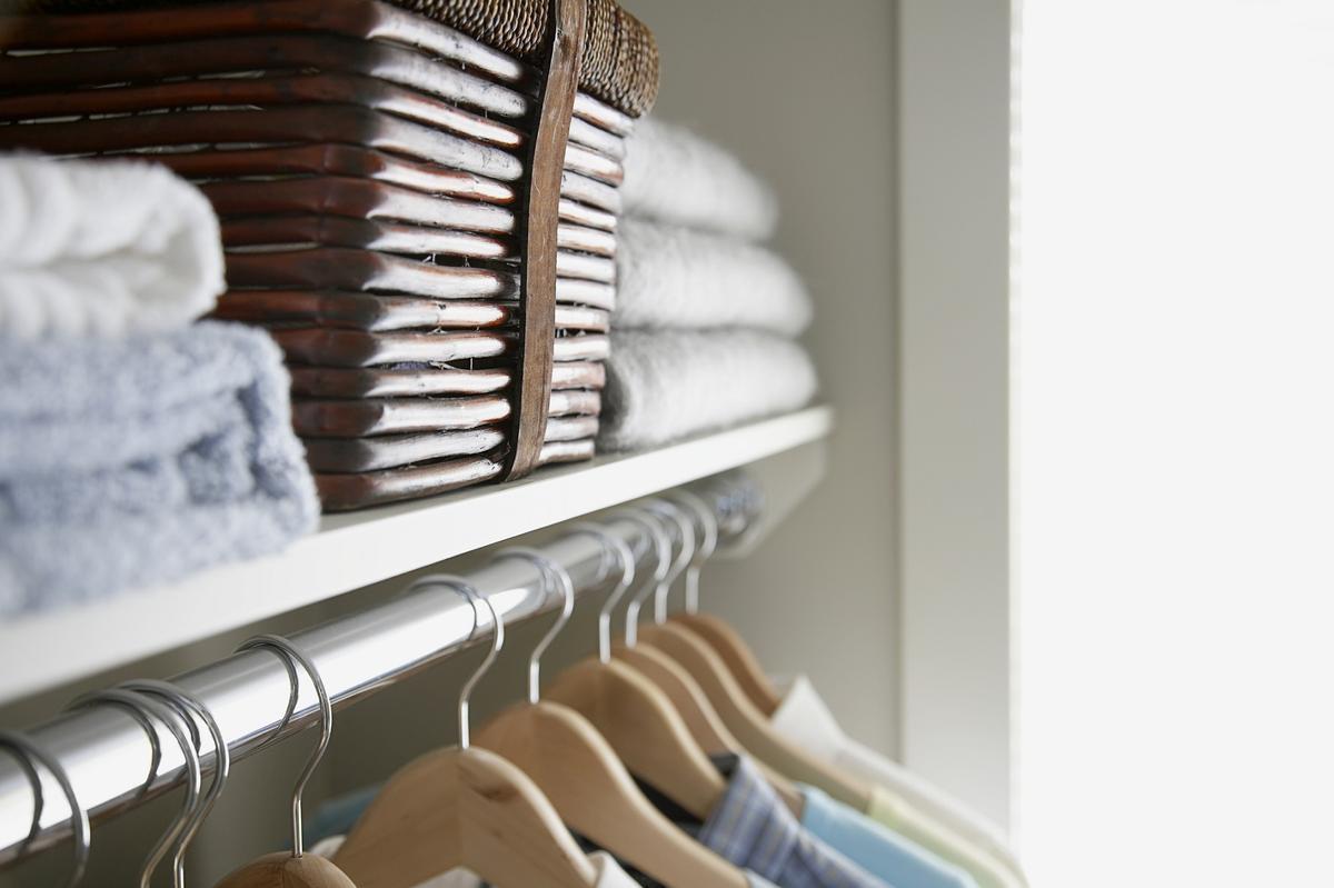 marie kondo 5 conseils pour un rangement r ussi de la maison madame figaro. Black Bedroom Furniture Sets. Home Design Ideas