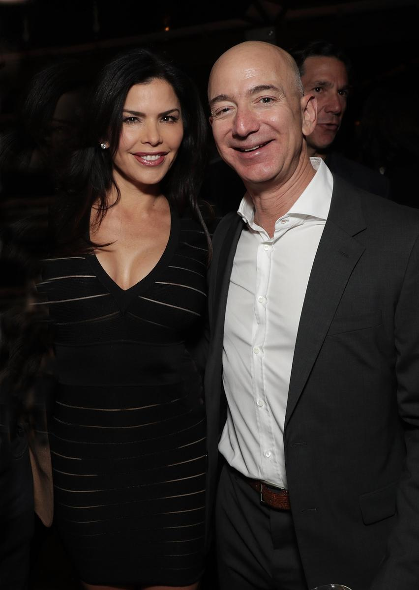 lauren sanchez l 39 amante pr sum e de jeff bezos et son fr re bien indiscret madame figaro. Black Bedroom Furniture Sets. Home Design Ideas
