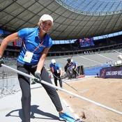 Quand Heike Drechsler, légende de l'athlétisme, ratisse le sable du saut en longueur à Berlin