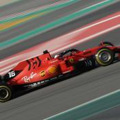 Ferrari sort devant de la première session d'essais hivernaux