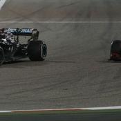 Hamilton résiste à Verstappen au terme d'une bagarre magnifique et empoche le premier grand prix de la saison