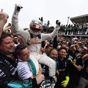 Hamilton signe une 10e victoire, le titre constructeur pour Mercedes