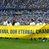 Le Brésil avait rendu hommage à Senna en mai 2004 lors du match du centenaire contre la France.