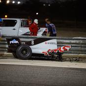 La voiture de Grosjean coupée en deux