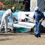 Sérieux crash pour Lewis Hamilton
