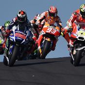 En tête à l'issue du premier tour du GP d'Australie, Andrea Iannone se retrouve soudainement en face d'une mouette qui tente de prendre son envol.