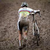 Sanne Cant dans la boue