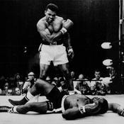Mohamed Ali envoie au tapis Sonny Liston