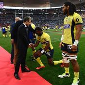 Les Fidjiens s'agenouillent devant Emmanuel Macron