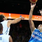 Ioannis Bourousis face à Joakim Noah