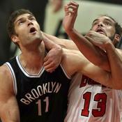 Brook Lopez face à Joakim Noah