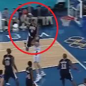 JO de Sydney: Il y a 20 ans, Vince Carter réalisait un dunk incroyable sur Fred Weis