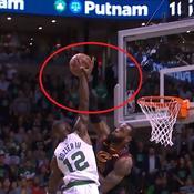 35 points, 15 rebonds, 9 passes : le récital de «King James» face aux Celtics en vidéo