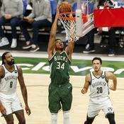 49 points pour Giannis Antetokounmpo, les Bucks font tomber les Nets, les Sixers en profitent